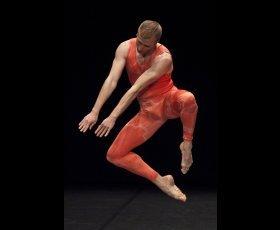 """Ciclo """"Reactivar/reinterpretar"""". Prácticas escénicas y performativas en el museo de arte contemporáneo"""