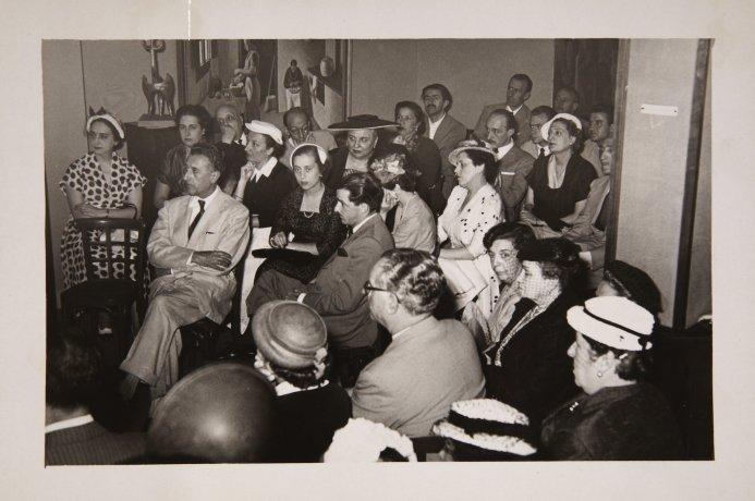 Ambiente del Salón de los Once. 1953. Archivo Biosca. Centro de Documentación