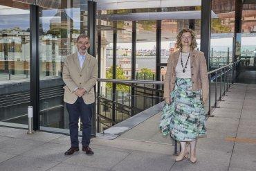 La presidenta de Adif y de Adif Alta Velocidad (Adif AV), María Luisa Domínguez, y el director del Museo Reina Sofía, Manuel Borja-Villel.